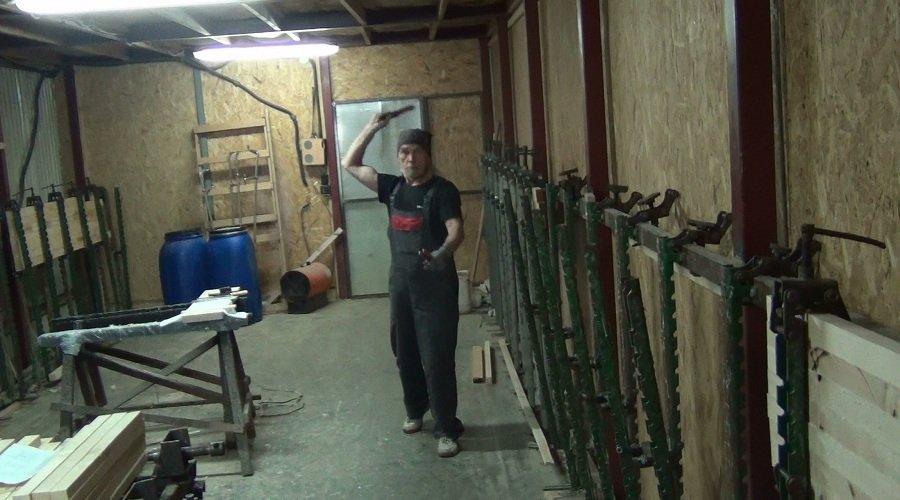 Владислав Самков в столярном цеху